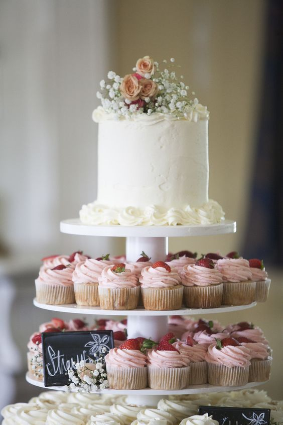 15 Awesome Delicious Weddings Cupcake Inspiration Tiers    Frühling .